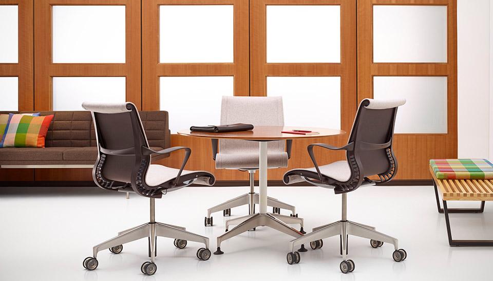 Herman miller silla de oficina salas de reuniones set for Sillas oficina ergonomicas barcelona
