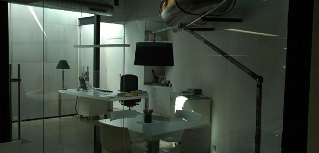 Mobiliario de oficina de primeras firmas internacionales adeyaka bcn part 2 - Oficina de cambio barcelona ...