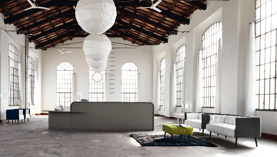 Mostradores y muebles de recepcion mobiliario de oficina for Mobiliario de oficina recepcion