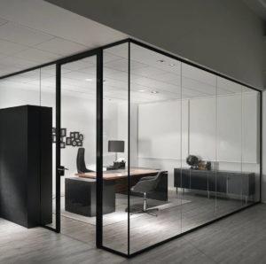 Mamparas divisorias de oficina Adeyaka Barcelona