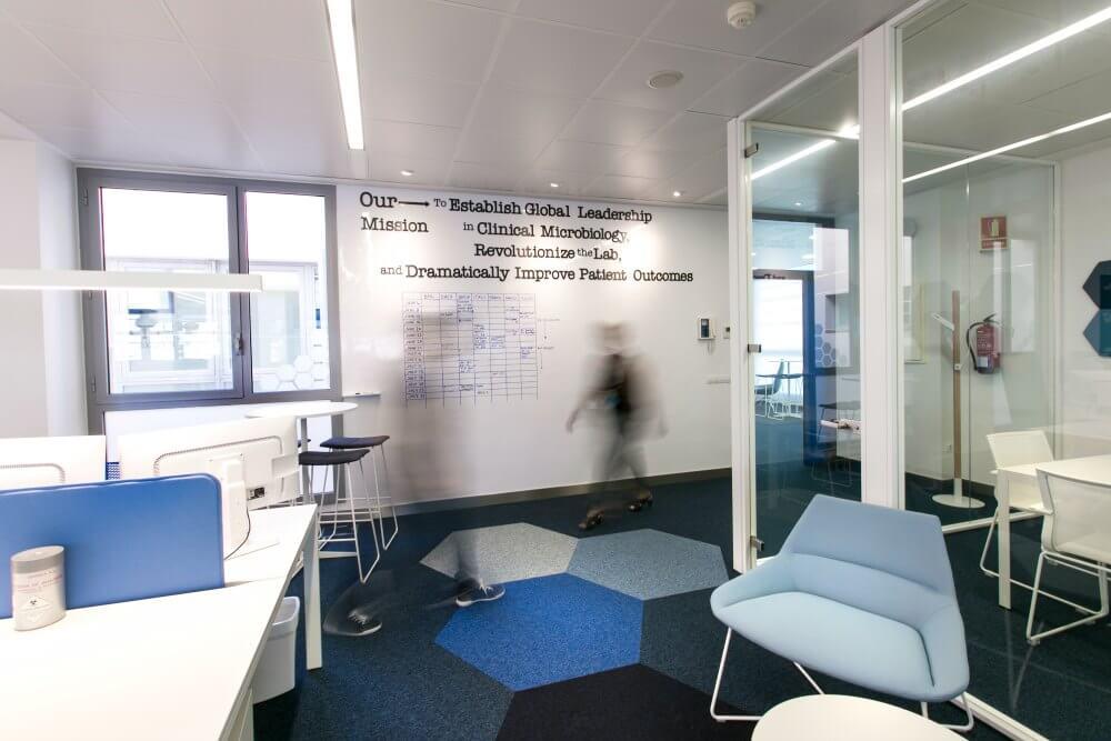 Reformas integrales de oficinas accelerate adeyaka for Reformas oficinas barcelona