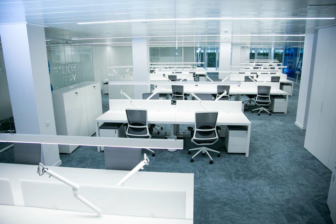 Reformas integrales de oficinas peroxfarma adeyaka for Reformas oficinas barcelona
