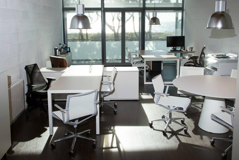 Reformas integrales de oficinas tgt adeyaka barcelona for Reformas de oficinas