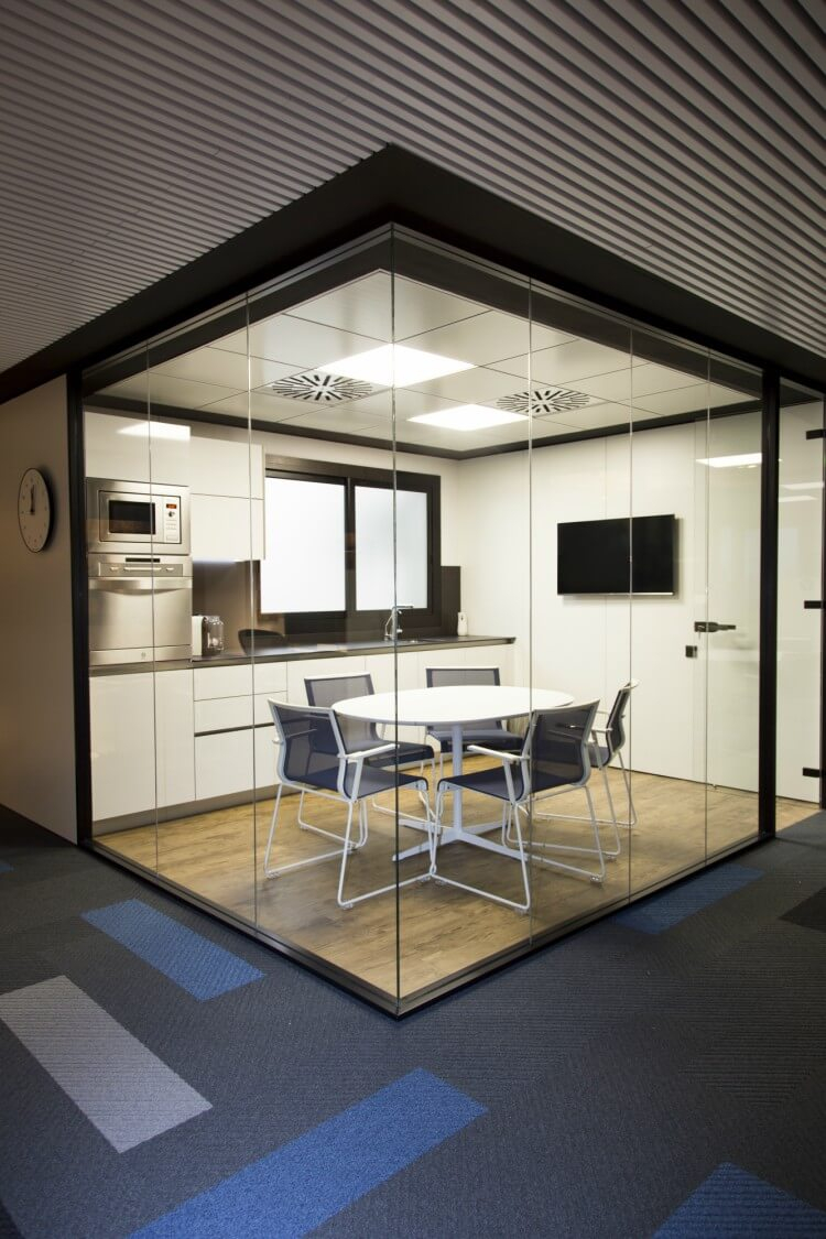 Reforma integral nueva oficina Adeyaka Bcn
