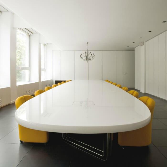 Taules de juntes i reunió Asymmetrical Tecno Adeyaka Barcelona
